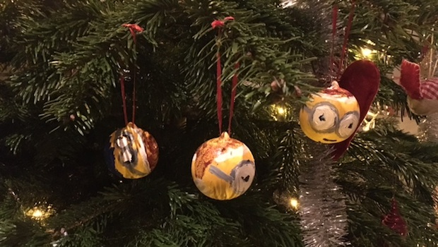 christmas tree minions baubles mummy in the city - Minions Christmas Tree