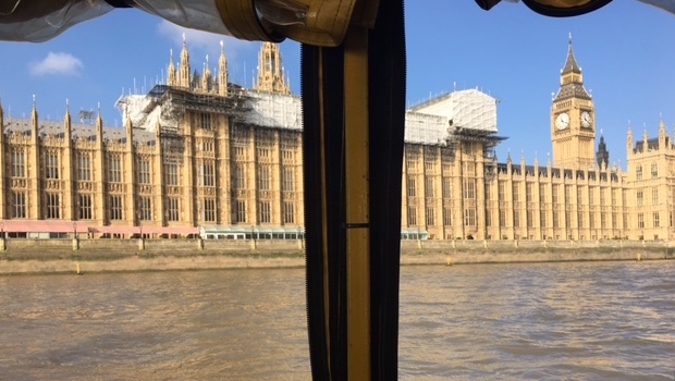london-duck-tours-sightseeing-parliament