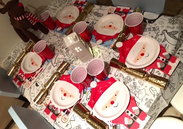 kids-table-christmas-party